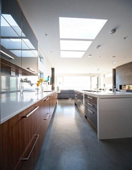 Modern Kitchen by kbcdevelopments