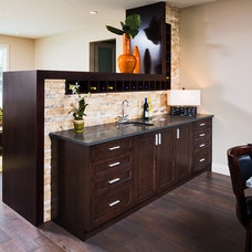 Contemporary Kitchen by Prominent Homes Ltd