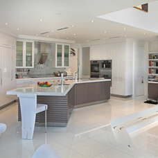 Contemporary Kitchen by Boca Theater and Automation