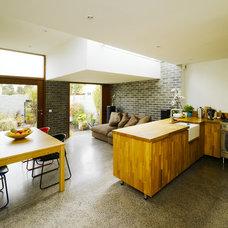 Modern Kitchen by Ronan Rose Roberts Architects