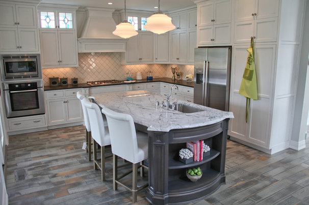 Eclectic Kitchen by Home Staging Specialists