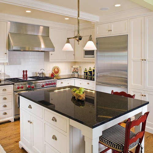 Kitchen Island You Can Eat At: Farmhouse Kitchen
