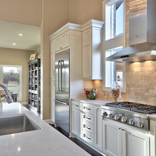 Modern Kitchen by New Creations Custom Kitchen and Bath Remodeling