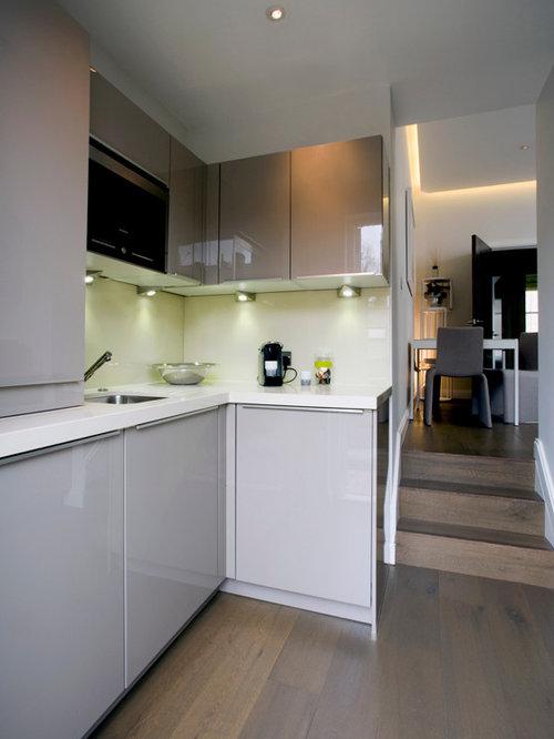 k chen mit k chenr ckwand aus spiegelfliesen und laminat arbeitsplatte ideen bilder. Black Bedroom Furniture Sets. Home Design Ideas