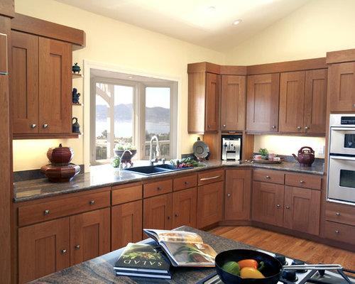 Cherry cabinets kitchen houzz for Best mid range kitchen cabinets