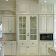 Traditional Kitchen by Sussan Lari Architect PC