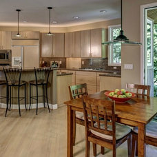 Traditional Kitchen by Seattle Staged to Sell LLC