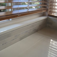 Modern Kitchen Tiled windowsill (countertop material)