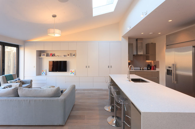 Contemporary Kitchen by Empire Builders (London) Limited