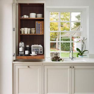 エセックスの大きいコンテンポラリースタイルのおしゃれなアイランドキッチンの写真