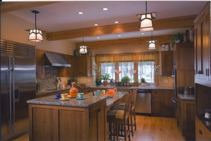 Traditional Kitchen by Woodhouse Post & Beam Homes