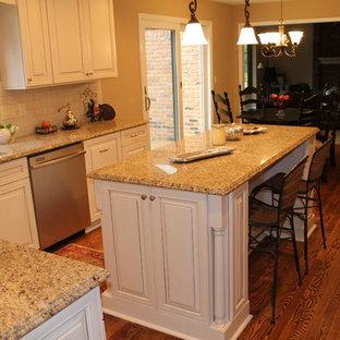 Traditional kitchen appliance - Kitchen - traditional kitchen idea in Detroit