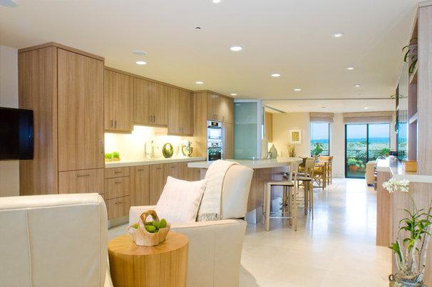 Tropical Kitchen by Kitchen Studio Monterey