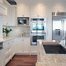 traditional kitchen cabinets Timeless Kitchens Ltd.