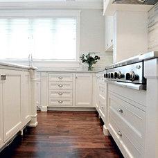 Traditional Kitchen Timeless Kitchens Ltd.