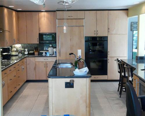 Contemporary kitchen design ideas renovations photos with black appliances - Modern kitchen with black appliances ...