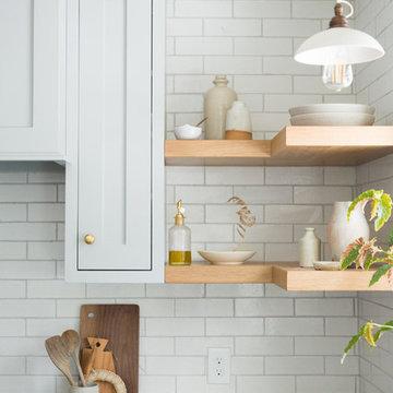 Tinge Floral: Farmhouse Kitchen Brick Backsplash