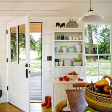 farmhouse kitchen by Jessica Helgerson Interior Design
