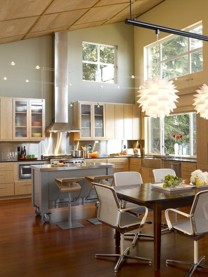 Contemporary Kitchen by H2K design Inc.
