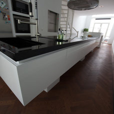 Modern Kitchen by Damian Zarebski