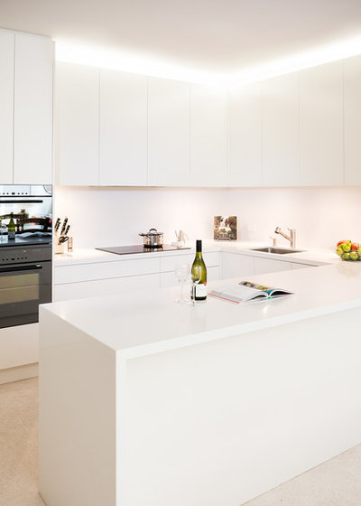 Contemporary Kitchen by Rosemount Kitchens