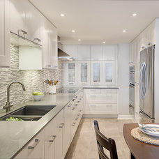 Modern Kitchen by Leslie Goodwin Photography