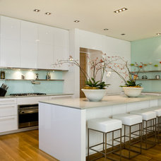Contemporary Kitchen by Drawing Room Architect Inc.