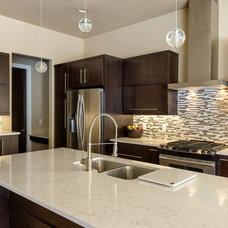 Modern Kitchen by Renaissance Granite & Quartz