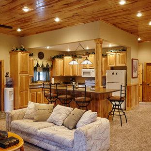 Bild på ett rustikt kök med öppen planlösning, med vita vitvaror, heltäckningsmatta, en köksö och beiget golv