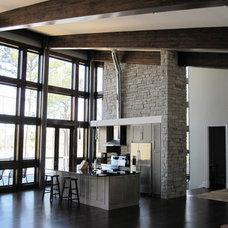 Modern Kitchen by Toulmin Homes