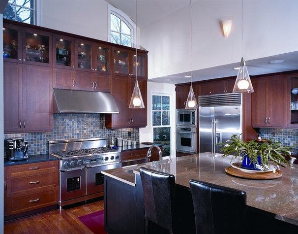 Modern Kitchen by Bryan2Design Kitchen & Bath Studio