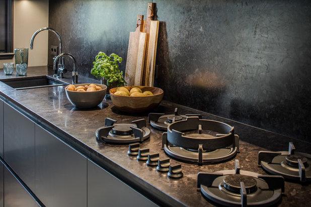Kitchen by Caren Pardovitch Interior Design