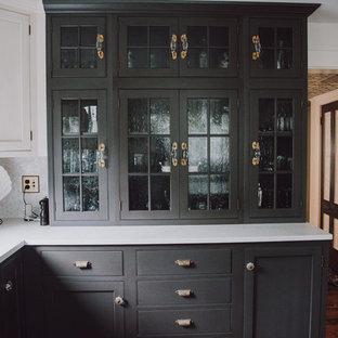 ボストンの広いヴィクトリアン調のおしゃれなキッチン (エプロンフロントシンク、インセット扉のキャビネット、グレーのキャビネット、クオーツストーンカウンター、白いキッチンパネル、セラミックタイルのキッチンパネル、シルバーの調理設備、濃色無垢フローリング、茶色い床) の写真
