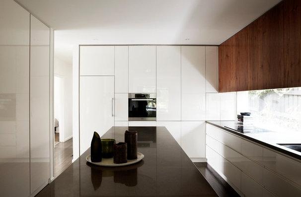 Midcentury Kitchen by Sharyn Cairns