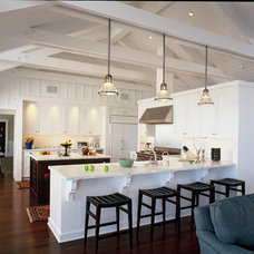 Beach Style Kitchen by DD Ford Construction