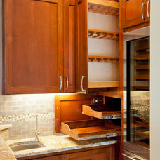 Traditional Kitchen by G & S Services