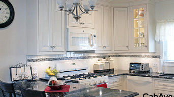 Traditional Eggshell White Kitchen with Peninsula