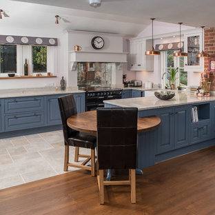 Traditional Family Kitchen with an Integral Oak Table