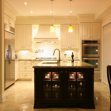 Traditional Kitchen by Oakville Kitchen Designers