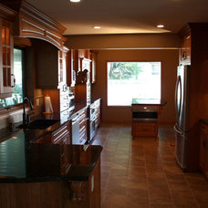 Traditional Kitchen by Fuzo Woodworks & Design
