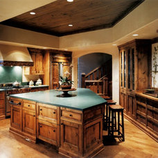 Traditional Kitchen by GARY FINLEY, ASID