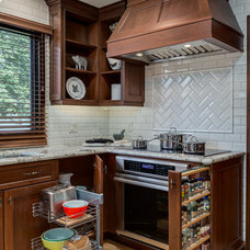 Traditional Kitchen by Kon-strux Developments