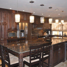 Traditional Kitchen by Woodhaven Kitchens Ltd.