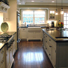 Traditional Kitchen by Zobrist Design Group Inc.