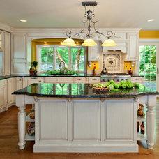 Traditional Kitchen by Dorian DeHaan Rossi, Inc / DEZIGN CONCEPTS
