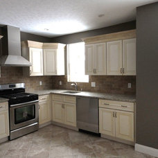 Traditional Kitchen by Alix Home Solutions
