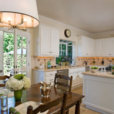 Traditional Kitchen by Annette English