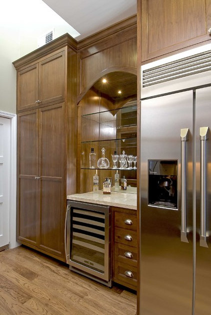 Traditional Kitchen by Artistic Designs for Living, Tineke Triggs