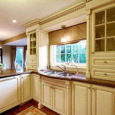 Tropical Brown Granite Kitchen Design Ideas & Photos