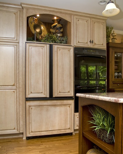 Traditional Kitchen by Deborah Butler, Brickwood Builders
